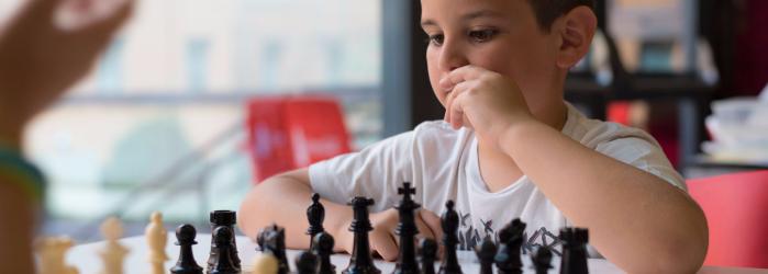 ¿Conoces los beneficios del ajedrez en los niños?